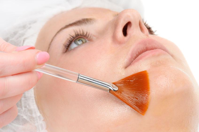 39018415 - facial peeling mask applying